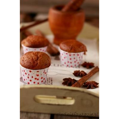 Muffinki cynamonowo-korzenne z konfiturą morelową