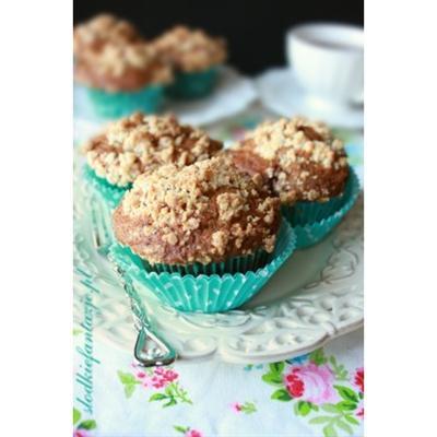 Muffinki truskawkowe z białą czekoladą i migdałową kruszonką
